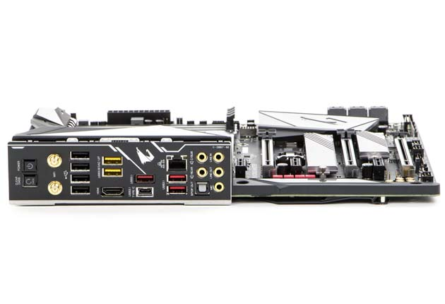 Z390 AORUS Master - tylny panel