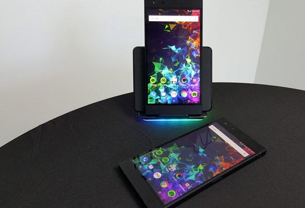 Razer Phone 2 - telefon na opcjonalnej ładowarce