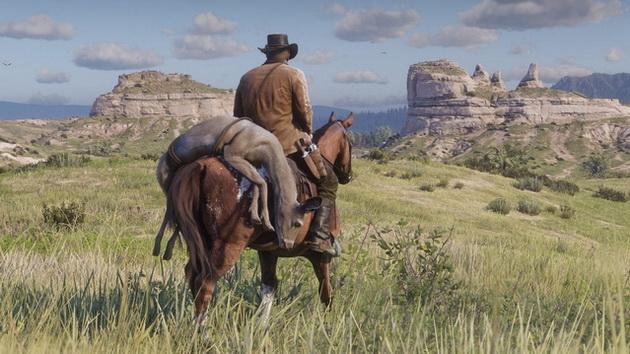 Red Dead Redemption 2 - upolowana sarna przytroczona do siodła