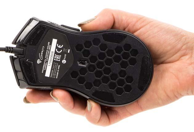 Genesis Krypton 800 - spód myszy i sensor optyczny