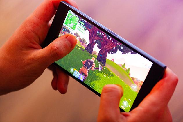 Razer Phone 2 - wyświetlacz 120 Hz dobry do gier