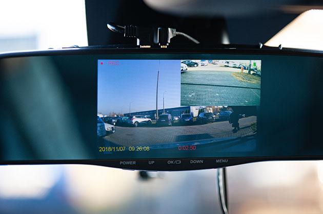 Navitel MR250 - kamera samochodowa w lusterku wstecznym