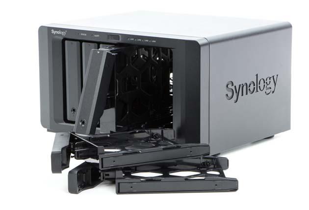 Synology DS1618+ kieszenie