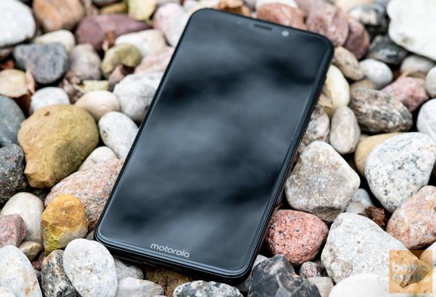 Motorola One kamienie