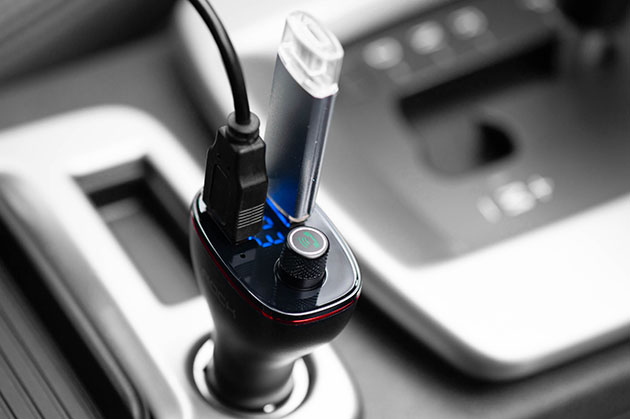 nadajnik FM z ładowarką USB do samochodu