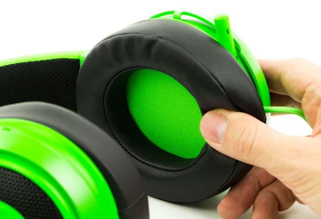Razer Kraken Pro V2 - miękka pianka na muszlach