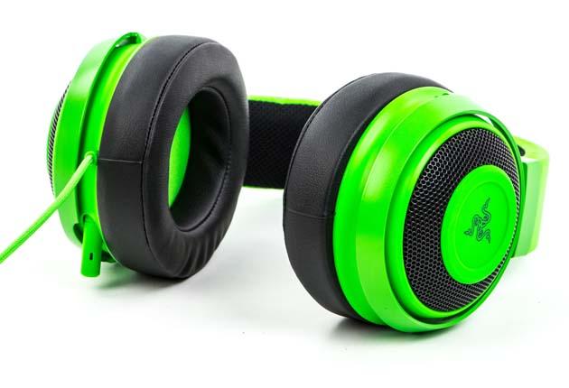 Razer Kraken Pro V2 - słuchawki na boku