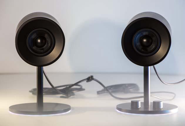 Razer Nommo Chroma - głośniki na stole