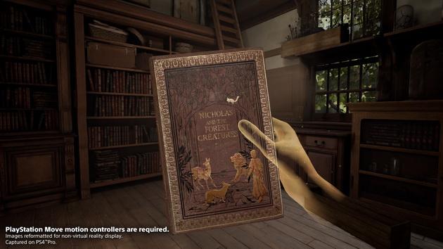 Deracine - książka w dłoni