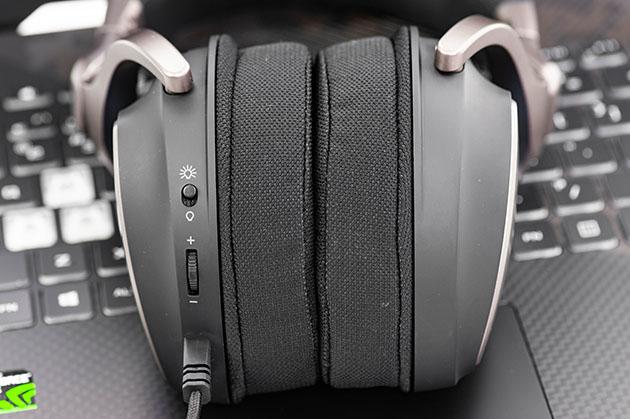ASUS ROG Delta - regulacja głośności