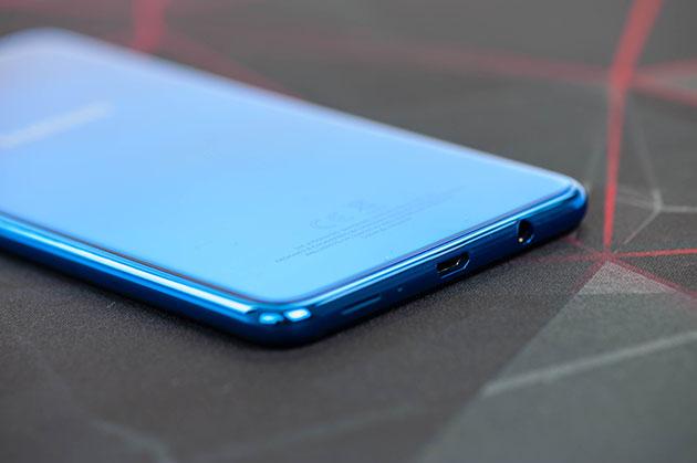 Samsung Galaxy A7 2018 - wyjście słuchawkowe 3,5 mm