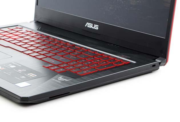 Asus TUF Gaming FX705GD-EW070 prawy bok