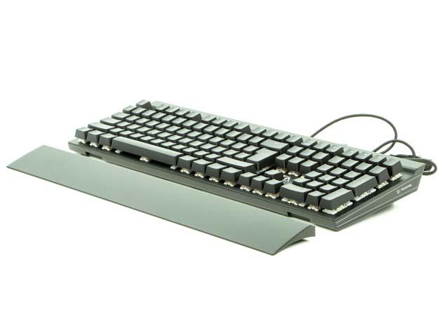 CA Gaming Shark - klawiatura z niepodpiętą podkładką
