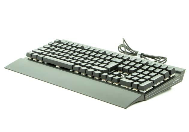 CA Gaming Shark - klawiatura z założoną podkładką pod nadgarstki