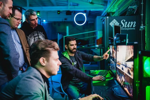 Pokaz NVIDIA - polscy dziennikarze zapoznają się z technologią ray-tracingu