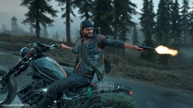 Days Gone - strzał do tyłu na motocyklu