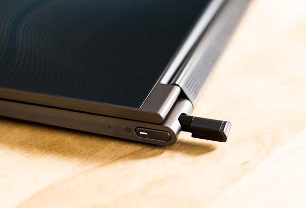 Lenovo Yoga C930 - piórko Active Pen
