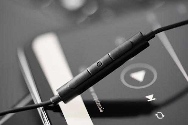 Degauss Twelve Drivers - mikrofon i przyciski do sterowania
