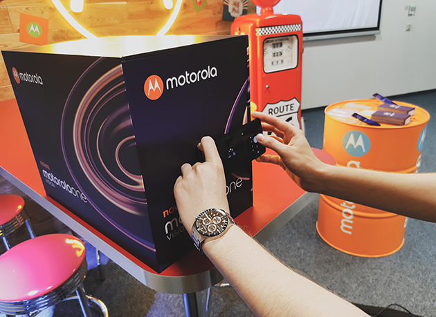 Motorola One Vision ciemnia