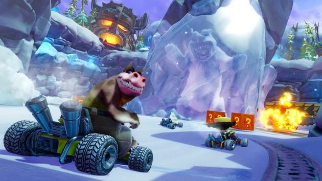 Crash Team Racing Nitro-Fueled - starcie przy zamrożonym niedźwiedziu