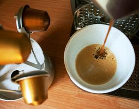 Jaki ekspres do kawy na kapsułki kupić? TOP 5  Zastanawiasz się jaki ekspres na kapsułki kupić? Ekspresy te są łatwe w obsłudze, ale na jaki się zdec